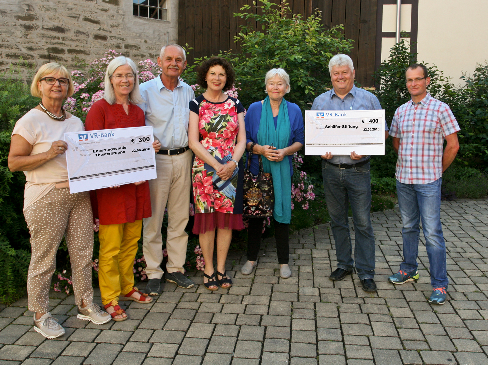 2016-06-Spendenbergabe-Keck-Wagners-an-Schule-und-Stiftung